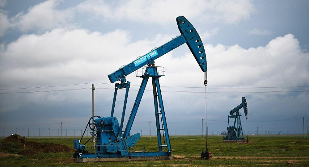 El precio de petróleo de EE.UU. se desploma por debajo de 15 dólares el barril