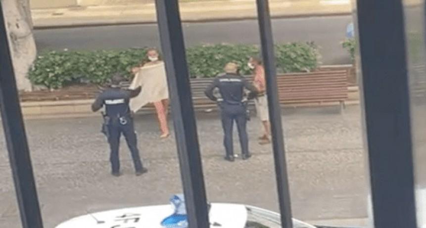 Tenían sexo en la calle a plena luz del día y los alumnos de un colegio los escracharon